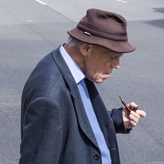 Penseur (Tim Boric) Tags: street man hat candid pipe homme pijp hoed