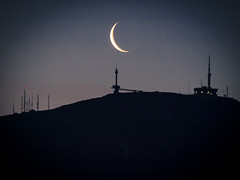 Siluetas al amanecer. Pea Cabarga. Cantabria. (RosanaCalvo) Tags: espaa europa luna amanecer montaa siluetas cantabria peacabarga