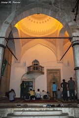 RESANT EN DIRECCI A LA MECA (Bsnia i Herzegovina, agost de 2012) (perfectdayjosep) Tags: sarajevo gazihusrevbegovamosque mesquitagazihusrevbegova bsniaiherzegovina musulmansdebsnia muslimpeopleinbosnia balcans balkans balcanes perfectdayjosep