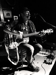 Glenn (Aust) -6- (Jean-Michel Baudry) Tags: bw canon blackwhite concert brittany live c glenn bretagne nb 56 musique australie noirblanc lorient 2015 scne canoneos50d legalion jeanmichelbaudry jeanmichelbaudryphotographie
