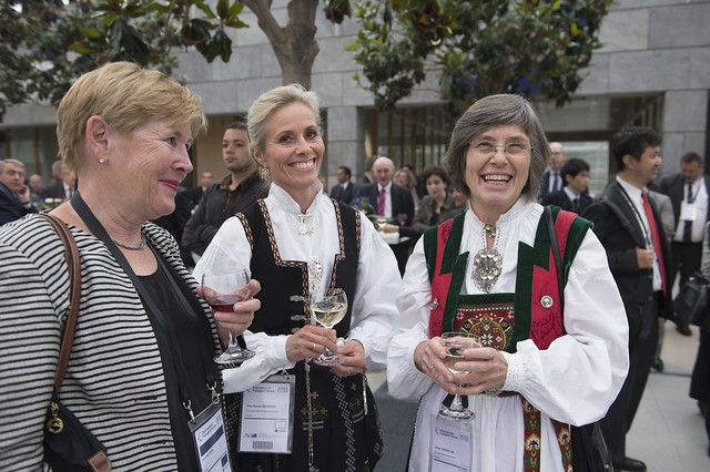 Eva Hildrum, Trine Kanter Zerwekh and Sidsel Sandelien enjoying the reception