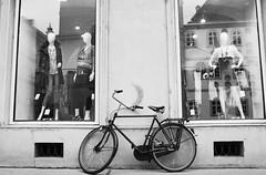 Fashionable Bicycle (Dusty J) Tags: vienna white black monochrome fashion bike bicycle austria nikon europe dustin d750 velo bicyclebicicletta gaffke dustingaffke
