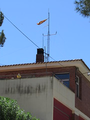 Los seoritos del independentismo (Eduardo Gonzlez Palomar) Tags: barcelona parque alt catalonia bandera antena catalunya alto bomberos catalua estacin peneds estelada gelida cuartel peneds independentista