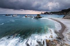 Plage de Gueirua. (Herv D.) Tags: gueirua playa plage beach atlantic atlantique espagne spain asturias asturies seascape paysage rochers aiguilles leverdesoleil sunrise ocan
