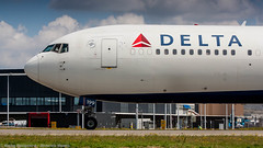Delta Airlines 767-300 over taxiway Q (Nicky Boogaard Photography) Tags: classic amsterdam wow airport aviation air united croatia delta airbus boeing airlines schiphol a330 tui airfrance 767 737 astana a319 dmaviation