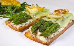 Sabl printanier aux asperges avec crme ricotta champignons et sa couverture de comt. (Anakronik) Tags: ricotta champignons crme asperges sabl cebete