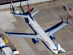 Delta Airlines Boeing 737-932/ER N801DZ (Mark Harris photography) Tags: seattle plane canon aircraft aviation spotting
