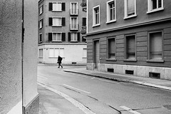 around dark corners (gato-gato-gato) Tags: street leica bw white black film blanco monochrome analog 35mm person schweiz switzerland flickr noir suisse strasse zurich negro streetphotography pedestrian rangefinder human streetphoto monochrom zrich svizzera weiss zuerich blanc ilford analogphotography schwarz ch onthestreets passant mensch sviss zwitserland isvire zurigo filmphotography streetphotographer homedeveloped fussgnger zueri strase filmisnotdead streetpic gatogatogato fusgnger leicasummiluxm35mmf14 gatogatogatoch wwwgatogatogatoch streettogs believeinfilm tobiasgaulkech