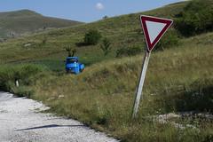 ape operaia.. (psychodogs) Tags: ape precedenza sign abruzzo natura italy segnale cars lavoro celeste montagna rurale bucolico paesaggio