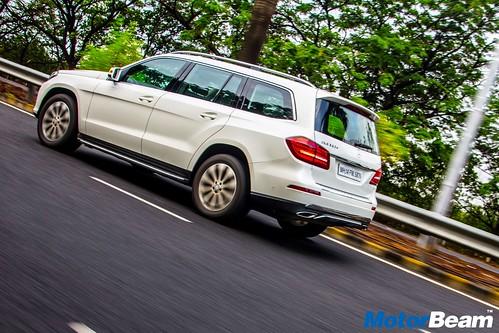 2016-Mercedes-GLS-3