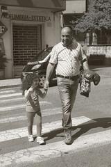 Papa' guarda nonno  proprio un paparazzo (Peppino Diana) Tags: ritratti canoneos350ddigital fotoinbiancoenero fotodigitali dianagiuseppe