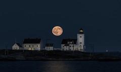 Moon at Homborsund lighthouse (Torehegg) Tags: sea moon lighthouse seascape norway night fullmoon nightsky fyr homborsund grimstad fyrtårn fullmåne hombor
