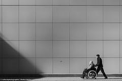 IN GUTEN WIE IN SCHLECHTEN ZEITEN (rolleckphotographie) Tags: street people urban architecture facade sony menschen architektur schwarzweiss dsseldorf schatten fassade kunstsammlungnrw slta65v rolleckphotographie stefanrollar