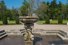 Schloss Oranienbaum, Schlossgarten, Delphinbrunnen (_Brandenburger) Tags: springbrunnen schlosspark fontne delphinbrunnen oranienbaumwrlitz