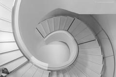 D D D (sendepause @ vanderlaan.fotografeert) Tags: bw stairs trap druk zw draaien dralen 201605168317