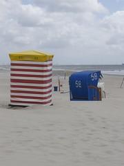 Die Strandkrbe (Lautes Rot) Tags: leica sea clouds sand meer zoom wolken northsea tele nordsee strandkorb 2016 beachchair dlux5 germansea borkumisland inselborum