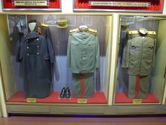 Kim Il-Sung's Uniform (Daniel Brennwald) Tags: museum uniform northkorea dprk militarymuseum kimilsung nordkorea koreawar pyongsong militarysite