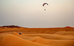 desert sunset fun (werner boehm *) Tags: dubai desert uae quad parasailing wste wernerboehm suvrace