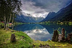 Un bonjour du troll (Norvge) (tognio62) Tags: light mountain lake mountains reflection norway clouds montagne landscape norge cloudy lac reflet ciel troll nuages reflexion arbre reflets rocher lumires herbe olden landskape rive valle vgtation norvge canoneos6