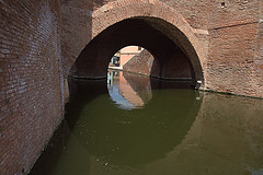 COMACCHIO. TREPPONTI. (FRANCO600D) Tags: canon sigma ponte acqua arco antico volta canale cerchio emiliaromagna riflesso comacchio trepponti pontepallotta eos600d franco600d