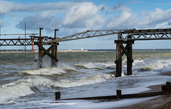 DSD_5617 (alfiow) Tags: beach pier waves totland hurstcastle