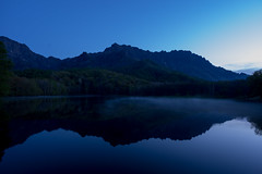 KAGAMI-IKE (twilight) (elm1117) Tags: morning sky lake water twilight 長野 millor 鏡池 信州 戸隠山