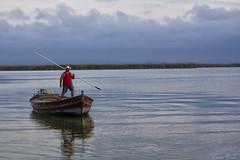 (cazador2013) Tags: valencia agua barca cielo nubes turismo hombre albufera