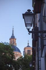 Plaza de la Cruz Verde, Madrid (pablo41419) Tags: madrid publicplace daylight church iglesia canon cmara 50mm pera espaa spain landmark streetlight colours sky
