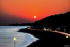 Sunset at Kamakura beach.. (Shubhashish Chakrabarty) Tags: sunset beach japan nikon kamakura 日本 鎌倉 inamuragasaki