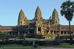 Angkor Wat. Sunrise over the South Gopura (asitrac) Tags: travel archaeology scenery asia cambodia southeastasia angkorwat scene unescoworldheritagesite unesco kh siemreap archeology worldheritage indochina  patrimoinemondial siemreapprovince khmerempire angkorarcheologicalpark angkorarchaeologicalpark  asitrac