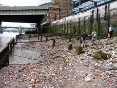 Erosion  behind the revetments (Thames Discovery Programme) Tags: thamesdiscoveryprogramme riverthames cannonstreet london foreshore community archaeology fcy03