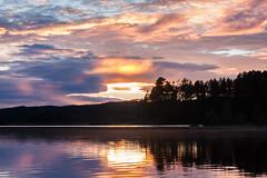 IMG_1531-1 (Andre56154) Tags: schweden sweden sverige wolke cloud himmel sky wasser water see lake ufer sonnenuntergang sunset abend evening dmmerung afterglow spiegelung baum tree wald forest reflection