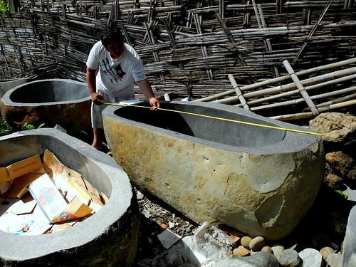 rustichomedecor rockbathtubs naturalstoneaccessories solidrockdispensers stonebathroomdispenser riverrockbowls boulderbathtubbouldersinkindogemstonerockbathtubrocksinks