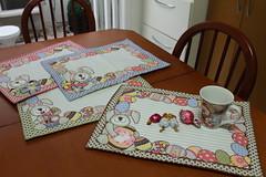 Jogo americano coelhinhos (ceciliamezzomo) Tags: bunny kitchen easter place handmade mat pscoa fabric patchwork coelho jogo cozinha americano tecido coelhinho