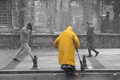 D3A_0515_copy (tsomakoskostas) Tags: winter people turkey landscape europe istanbul l 2010 balkan χιονι nikon2470mm κιτρινο nikond3 ανθρωποσ χειμωνασ τουρκια αμ κωνσταντινουπολη βαλκανια χωραευξεινουποντου μεσογειακηχωρα σκουφοσ στολη εναχρωμα