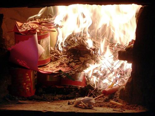 ST074 Hua Hin Chinese temple New Year-burning