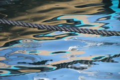 corde noire sur impression turquoise, tableau imaginaire (tableaux.imaginaires) Tags: sea mer abstract reflection art water marseille eau turquoise reflet astratto reflexion impression reflejos abstrait spiegelungen reflessi tableauimaginaire cordenoire boatrflections