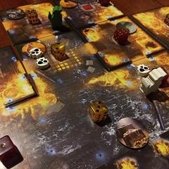 Dead Men Tell No Tales - เกมช่วยกันเล่นธีมโจรสลัด ต้องบุกขึ้นเรือโจรศัตรูไปปล้นเอาสมบัติ (ต้องสู้ชนะผีโจรก่อน) มาให้ได้อย่างน้อยเท่ากับจำนวนขั้นต่ำที่เลือกตามระดับความยากก่อนเริ่มเกม และทุกคนหนีออกจากเรือมาได้จึงจะถือว่าชนะ เล่นง่าย แรงกดดันมาในรูปของเปลว