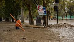 (Vicente_Valdivia) Tags: chile santiago brown southamerica water rain river lluvia disaster worker overflow sudamerica mapocho trabajador desastre desborde