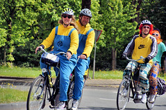 Tandem (Hindrik S) Tags: street trip two people bike bicycle fun happy cycling funny tour sony transport tandem tamron twa twee fiets a57 2016 elfstedentocht tocht 16300 sonyalpha fyts sonyphotographing kh2018 slta57 57 tamronaf16300mmf3563dillvcpzdmacrob016