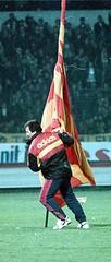 Graeme Souness (l3o_) Tags: galatasaray sar krmz red yellow football graeme souness fenerbahe bayrak