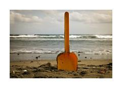 Playeando... (ngel mateo) Tags: sky espaa beach clouds andaluca spain sand waves playa arena cielo nubes shovel sanjos olas almera cabodegata mediterraneansea pala marmediterrneo playadelosgenoveses njar ngelmartnmateo ngelmateo genoesebeach
