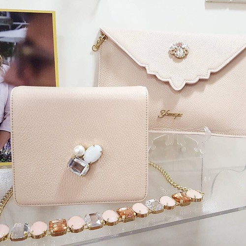 Pink Mood #today #showroom #aversa #personalize #jewelsbag #yellow #store #stileitaliano #youniquelab #rosacipria #delicato #instagood #instagramers #ceremony #jewelsbag #pochette #minibag #bag #jewels #fashionjewellery