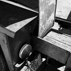 Trailer (Baisao) Tags: bw 6x6 tlr film mediumformat blackwhite squareformat vintagecamera 1951 twinlensreflex ilfordfp4 284 ei160 rolleiflexautomat6x6modelk4a 3575mmtessar 3575mmtessartwinslensreflex rolleiflexmxmodel2 pyrocathd1110020â°21minwgentleinversionsevery