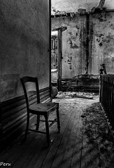 Silla solitaria (Perurena) Tags: blackandwhite bw house blancoynegro casa arquitectura chair furniture decay ruina silla quinta pasillo mueble escombros abandono urbex urbanexplore
