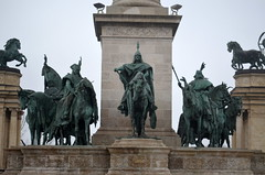 Heroes' Square [Budapest - 6 December 2015] (Doc. Ing.) Tags: metal bronze hungary budapest statues unesco hu heroessquare 2015 centralhungary irondetails detalhesemferro