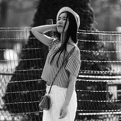 La tte dans les toiles (Photoeric_) Tags: people paris france monochrome women noiretblanc chapeau asiatique blackwhte