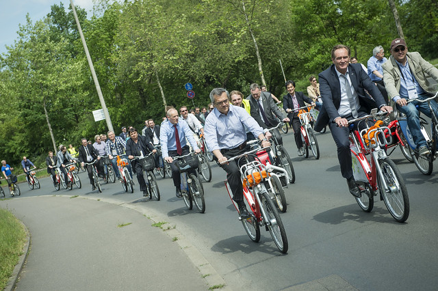 José Viegas and Burkhard Jung lead the bike tour