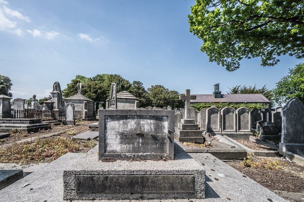 MOUNT JEROME CEMETERY AND CREMATORIUM IN HAROLD'S CROSS [SONY A7RM2 WITH VOIGTLANDER 15mm LENS]-117077