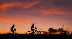 ss (sandrovox) Tags: sol nature children landscape bicicleta bicicle por anoitecer orisons